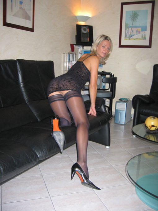 Wives nude at home